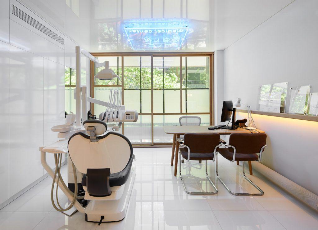 english dentist barcelona - Turo Park dental and medical center