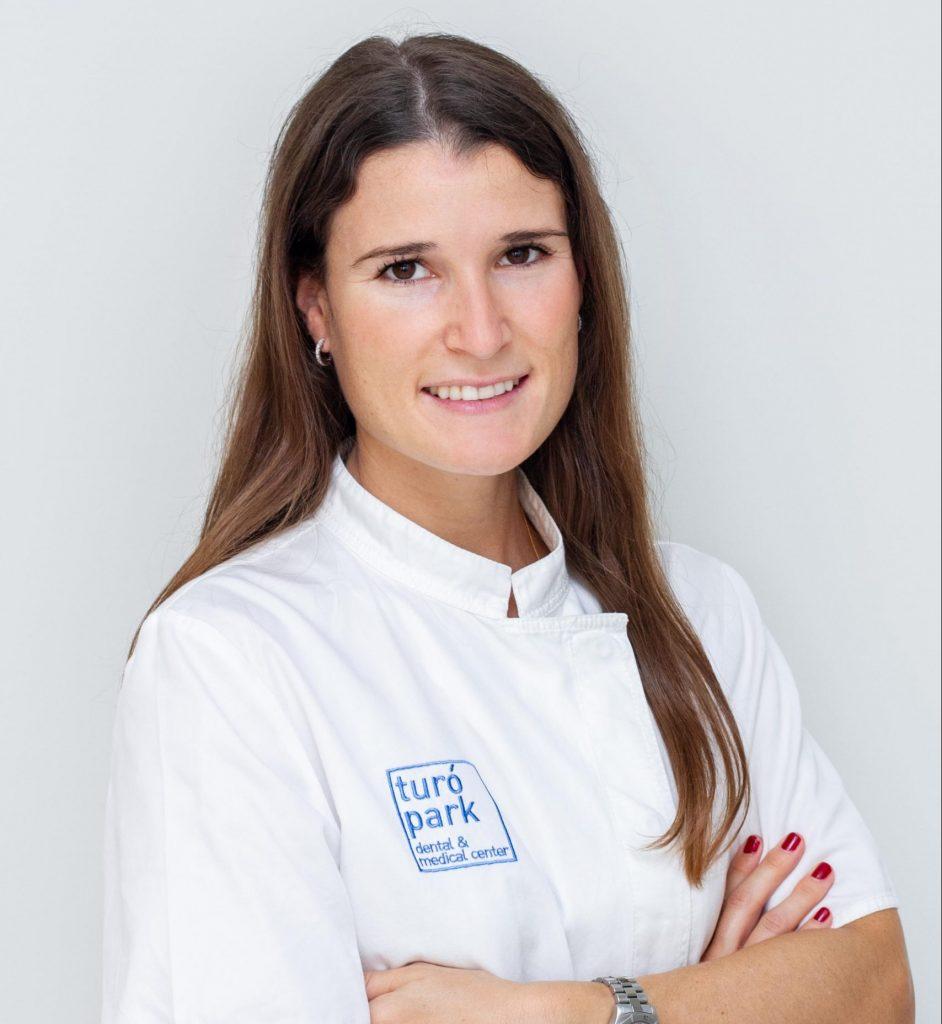 Dra. Marta Peña, periodentista en Barcelona