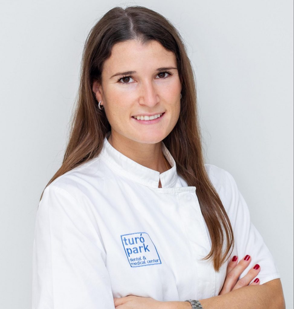 Dr. Marta Peña, english speaking periodontist in Barcelona